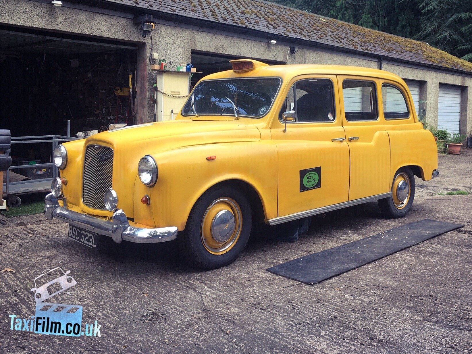 Yellow FX4 Taxi 1971, Edinburgh ref F0102