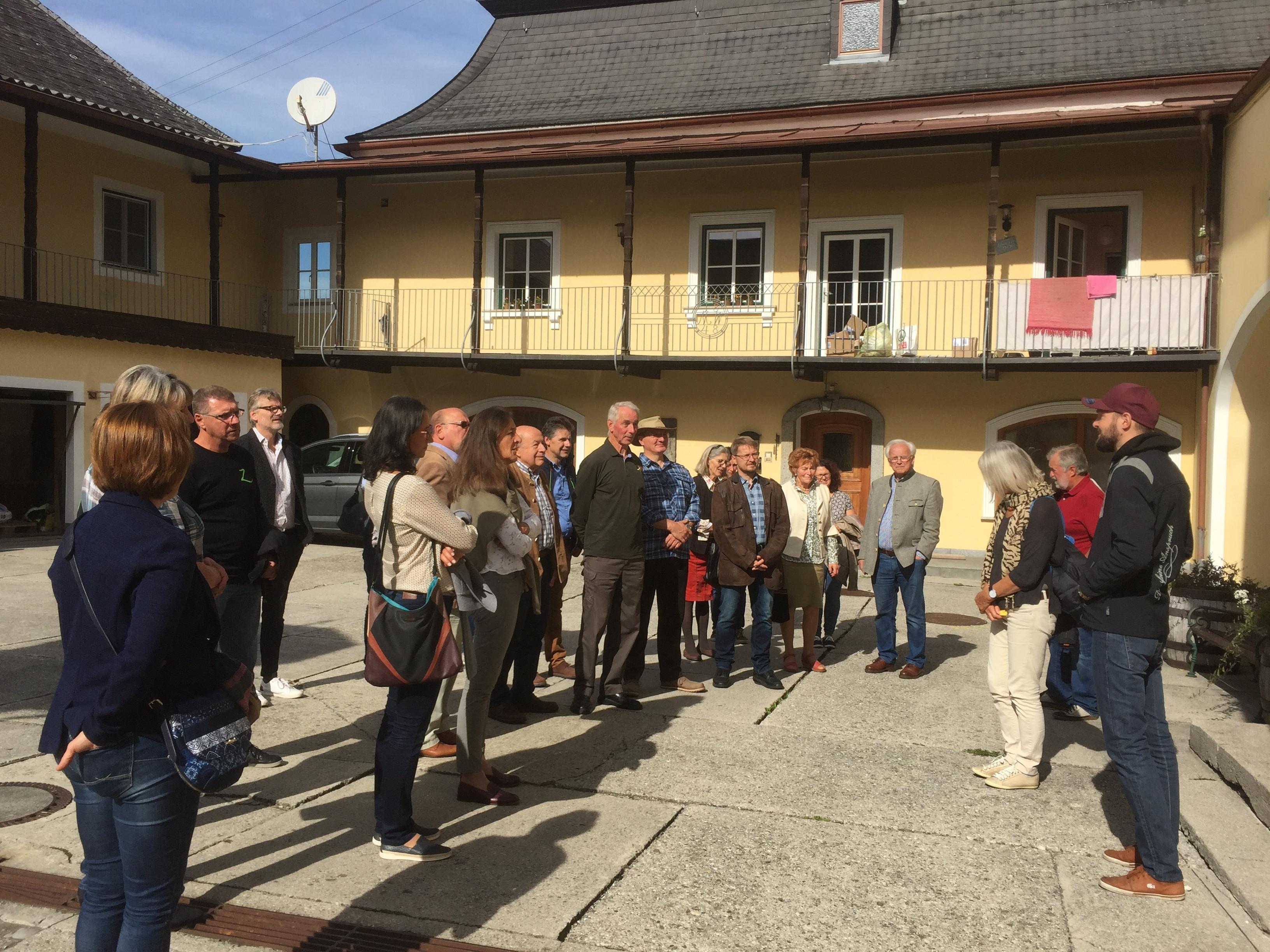 Nun sind alle beieinder und die interessante Führung in der Brauerei Schnaitl kann losgehen
