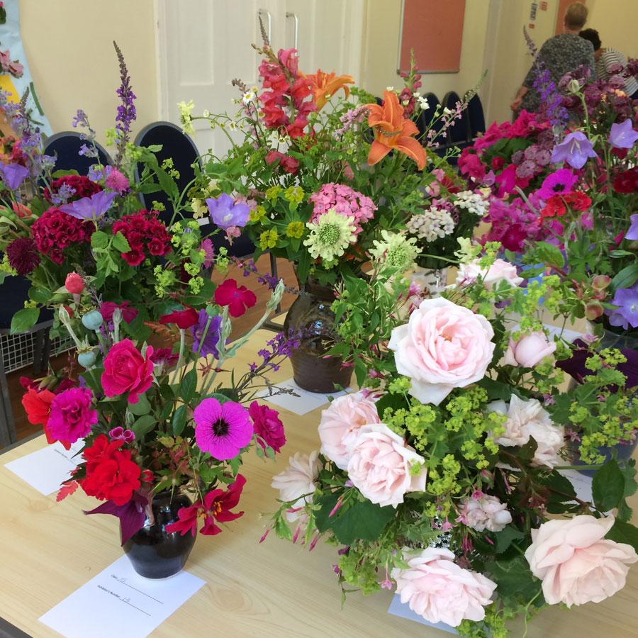 https://0501.nccdn.net/4_2/000/000/038/2d3/Mixed-flowers-vase-web.jpg