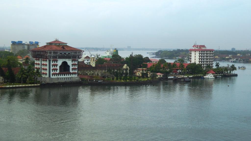 Einfahrt in den Hafen Kochis