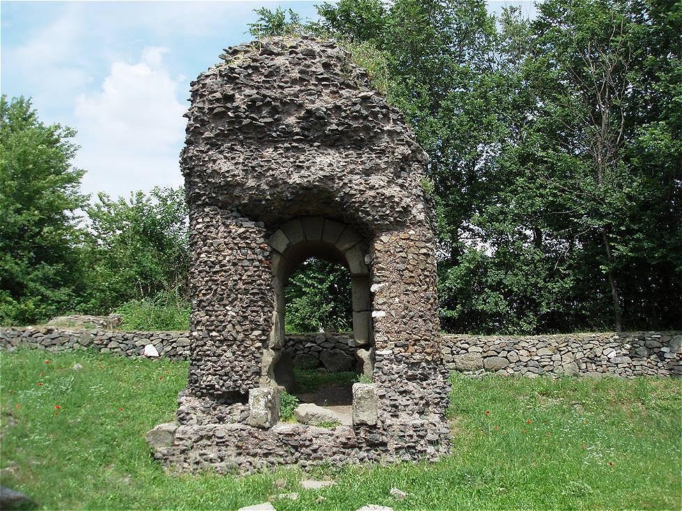 Trauriger Rest eines Grabdenkmals