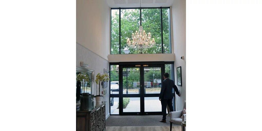 vhodna vrata za hotele in podjetja