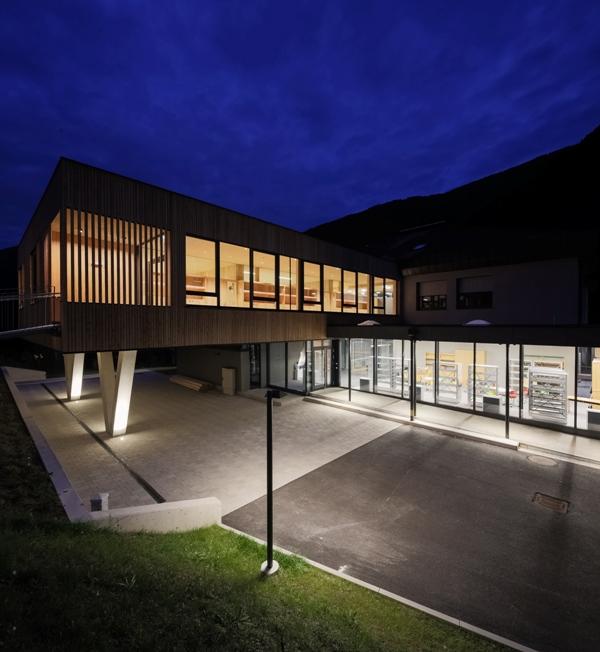 https://0501.nccdn.net/4_2/000/000/038/2d3/SUNTINGER-REINHARD---018---STALLSchule3600D5-retterfoto.jpg