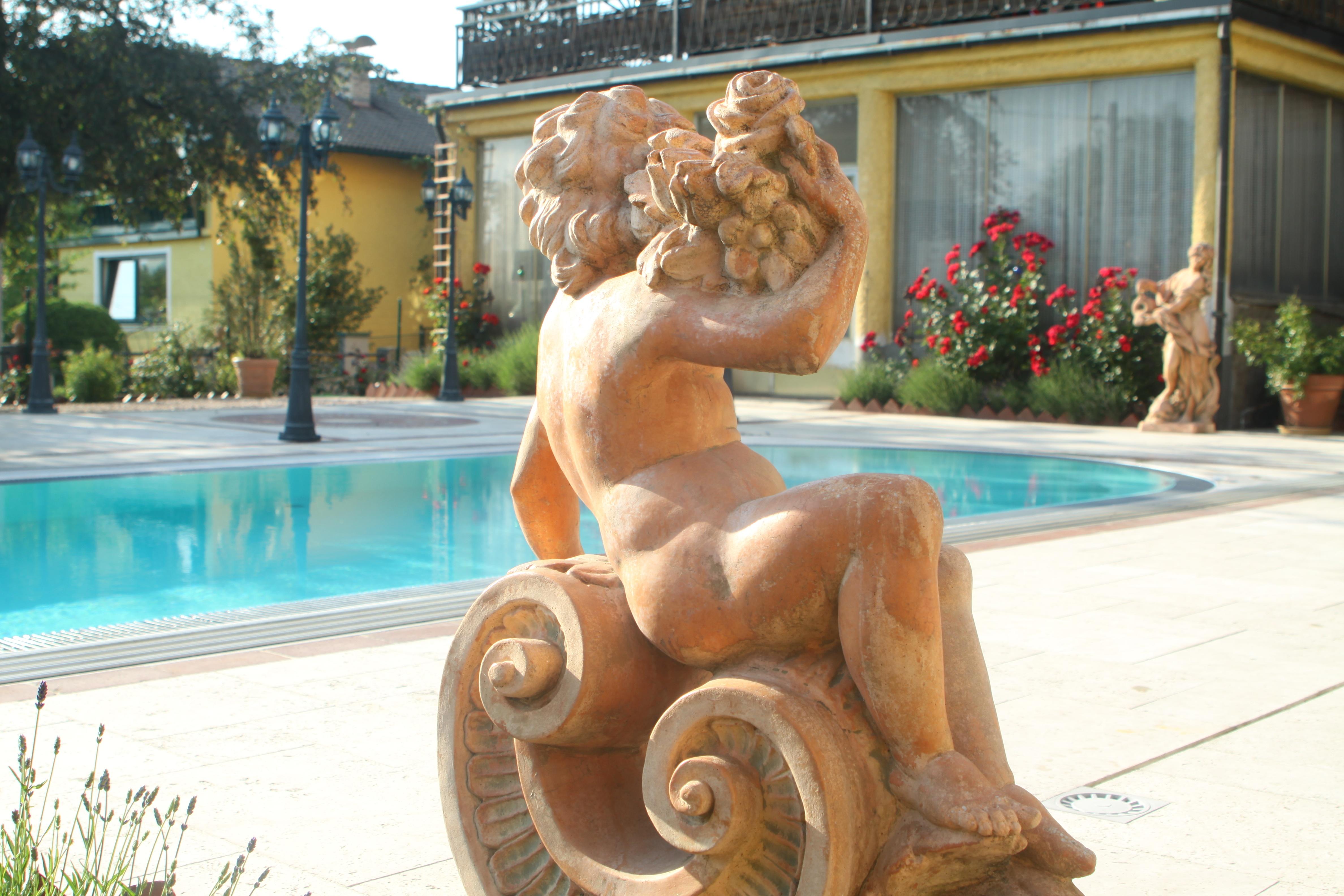 https://0501.nccdn.net/4_2/000/000/038/2d3/Sonnenvilla-Salzburg-Garten3-4752x3168.jpg