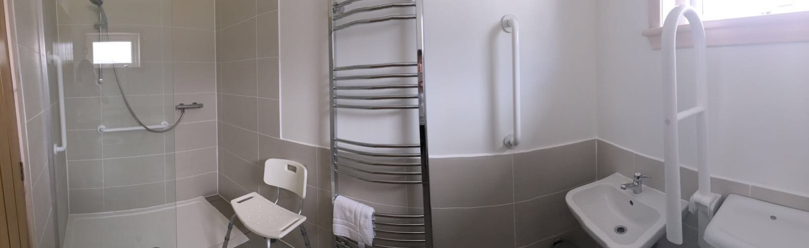 Accessible ensuite bathroom (downstairs)