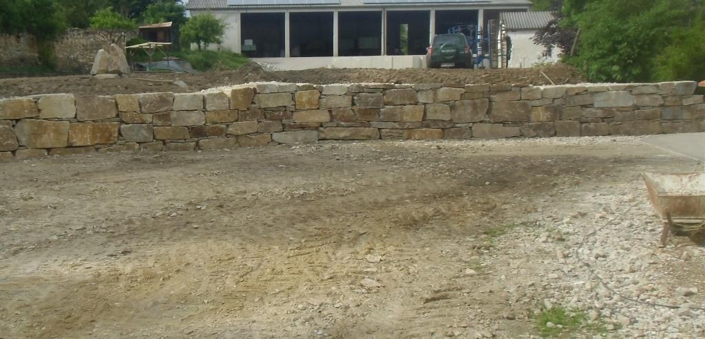 https://0501.nccdn.net/4_2/000/000/038/2d3/Wurfsteinmauer--27-.jpg