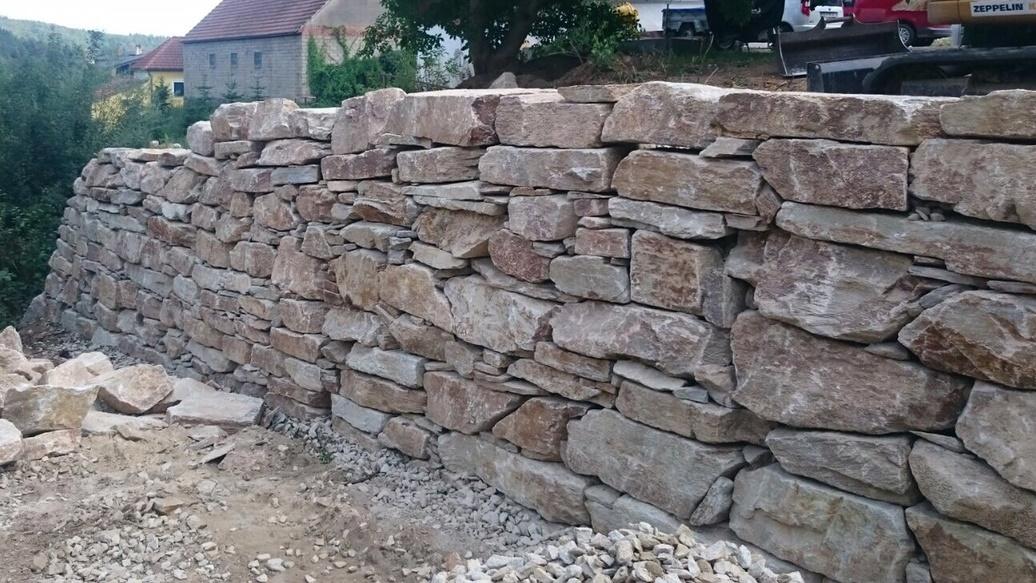 https://0501.nccdn.net/4_2/000/000/038/2d3/Wurfsteinmauer-unf--rmig--10--1036x583.jpg