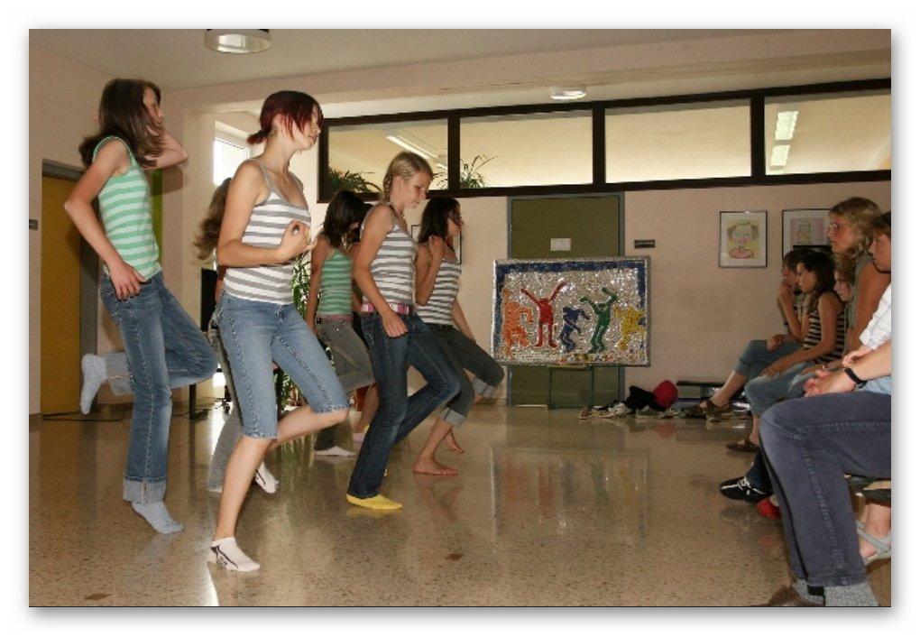 Tanzvorführungen in der Aula