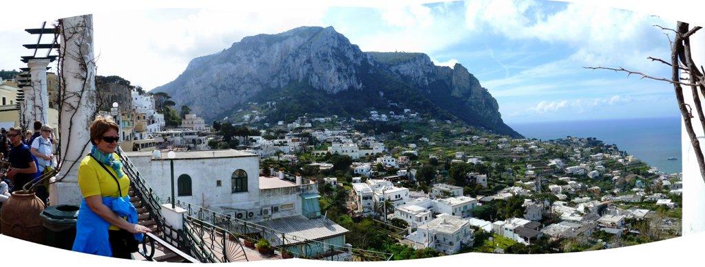 Blick auf Anacapri Der höchste Punkt der Insel ist mit 589 m über dem Meer der Monte Solaro