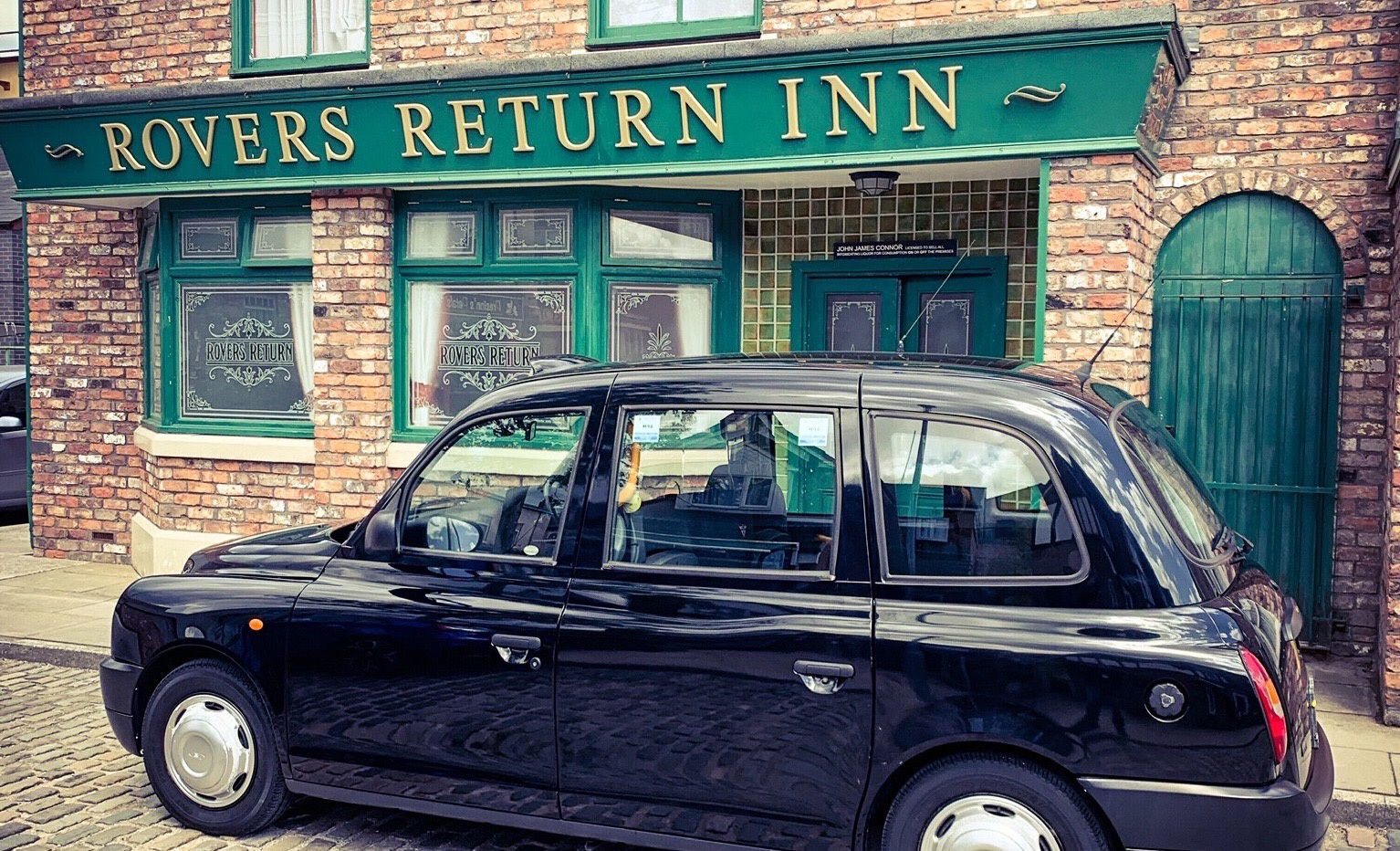 https://0501.nccdn.net/4_2/000/000/038/2d3/black-taxi-film-hire-prop-coronation-street-action-rovers-return-1534x932.jpg
