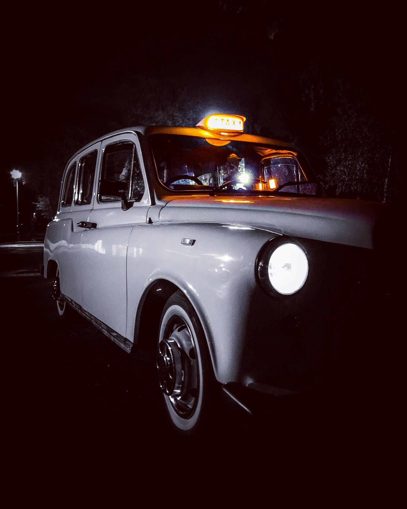 https://0501.nccdn.net/4_2/000/000/038/2d3/classic-taxi-prop-hire-action-1638x2048.jpg
