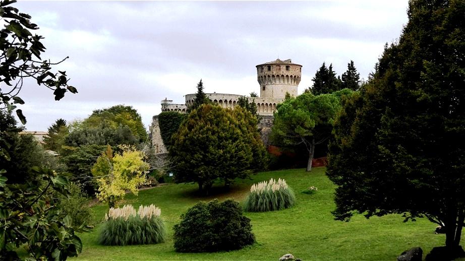 Spaziergang durch den Park Blick zurück auf die Fortezza Medicea