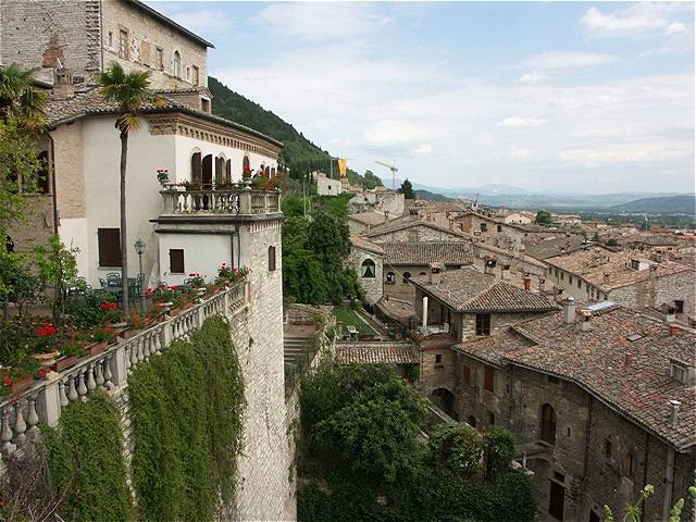 Blick über die Dächer von Gubbio