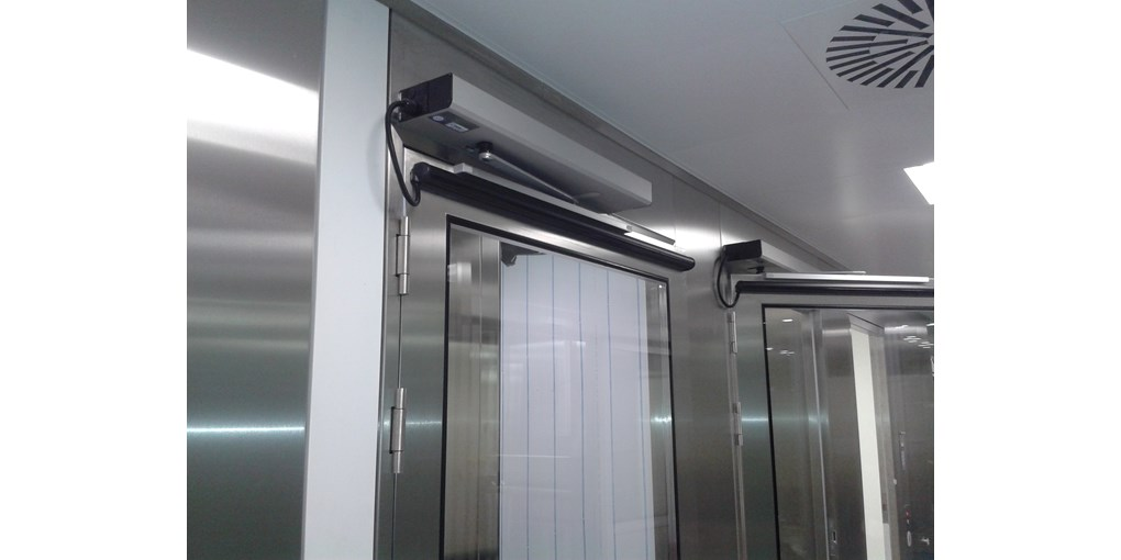 https://0501.nccdn.net/4_2/000/000/038/2d3/slim-swing-door-operator1.jpg