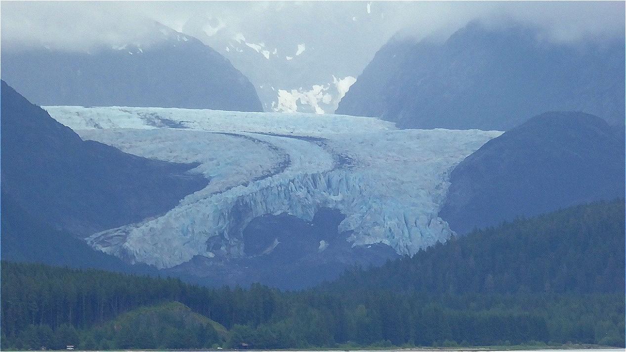 """Gletscher """"fließt"""" ins Tal !"""