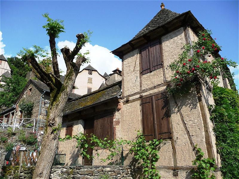 Um das Kloster entwickelt sich die mittelalterliche Stadt, die vor allem mit und vom Kloster und den Dienstleistungen für die Pilger lebte