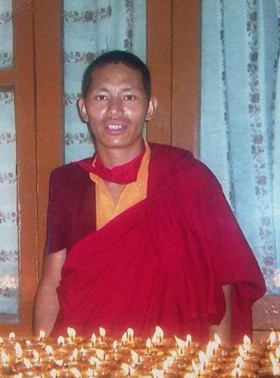 2013 : nous sommes sollicités pour aider Thargay, moine venant de fuir le Tibet et ayant des problèmes de santé.