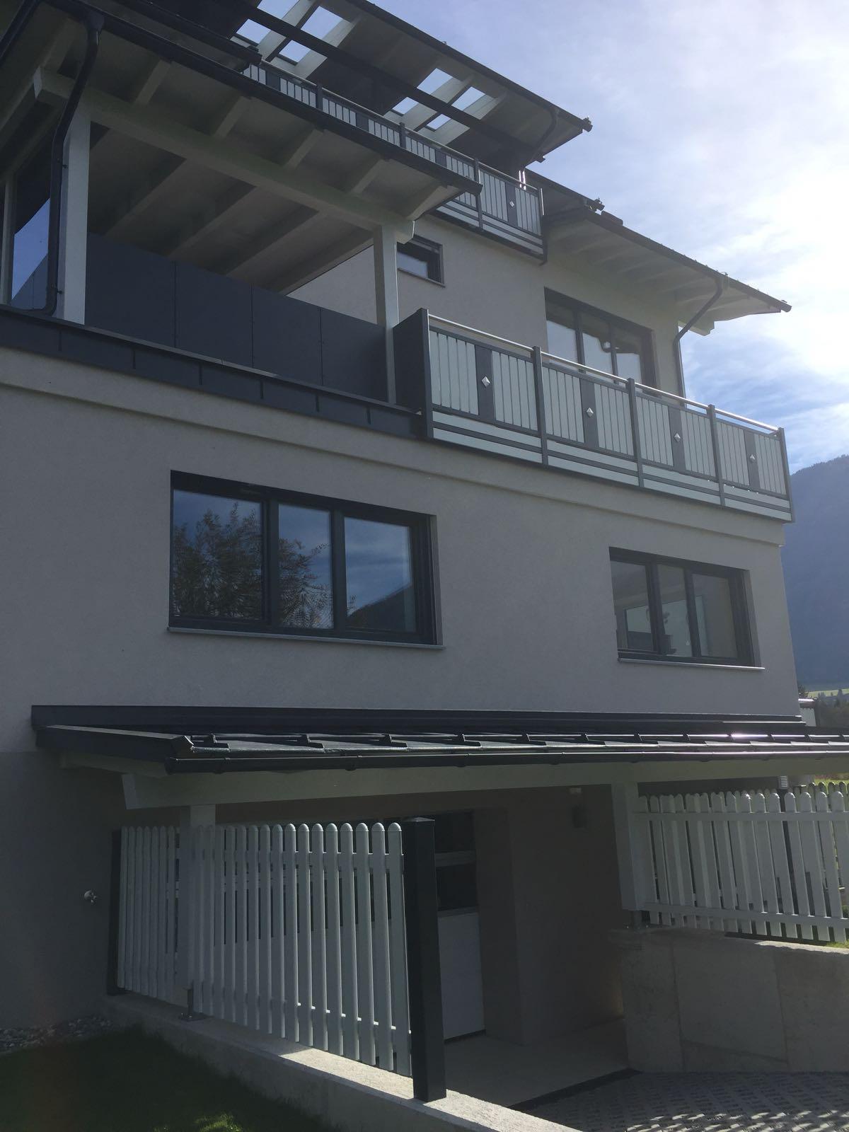 https://0501.nccdn.net/4_2/000/000/03f/ac7/Aluminium-Balkon-Gro--arl4-1200x1600.jpg