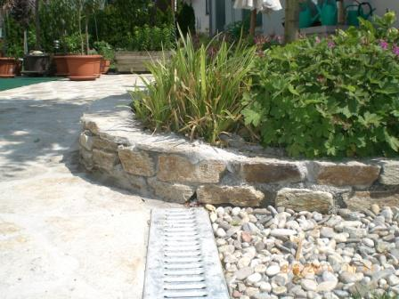 Mauersteine und Terassenplatten