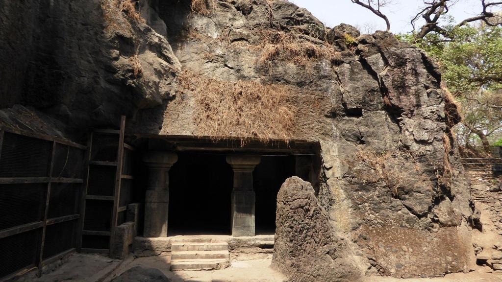 Eingang in eine weitere Höhle