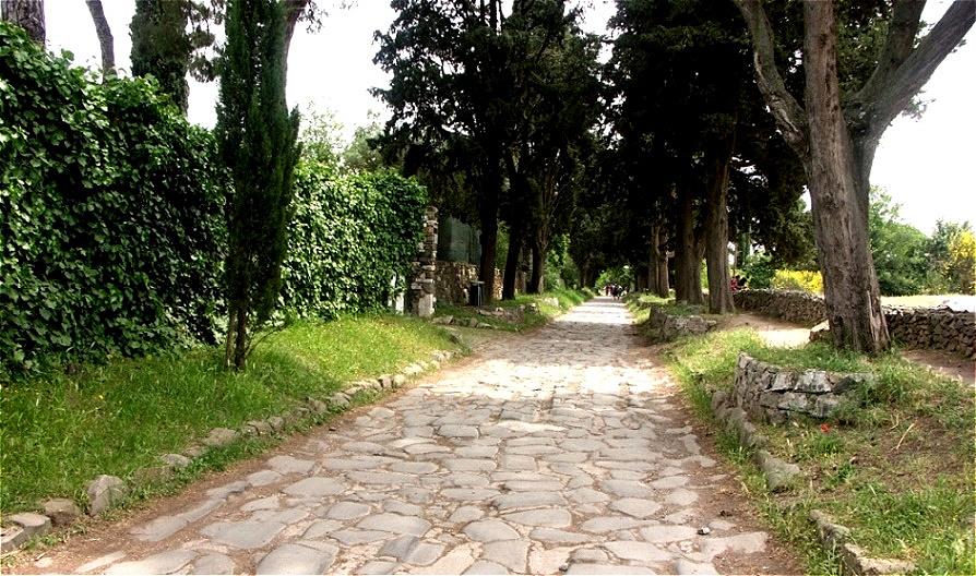 Hauptstraße nach Rom mit Original-Steinpflasterung