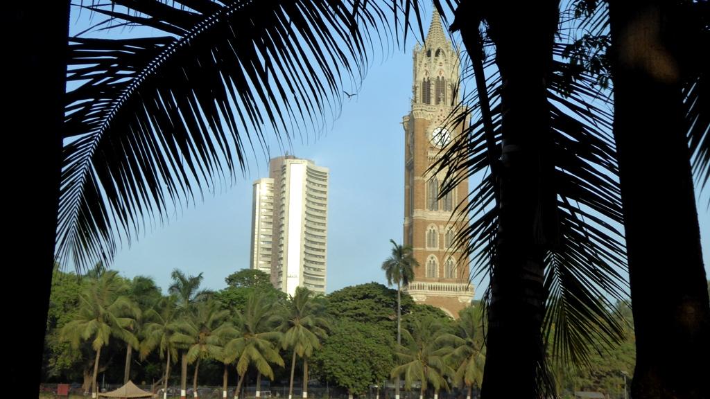Universität Mumbai (im viktorianischen Architektur-Stil mit indischen Elementen) - Rajabai Tower