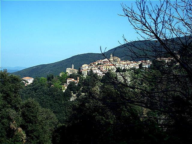 Poggio - auf dem höchsten Punkt der terrassenförmigen Anordnung auf einem Bergrücken, deshalb von den Römern auch Podium genannt