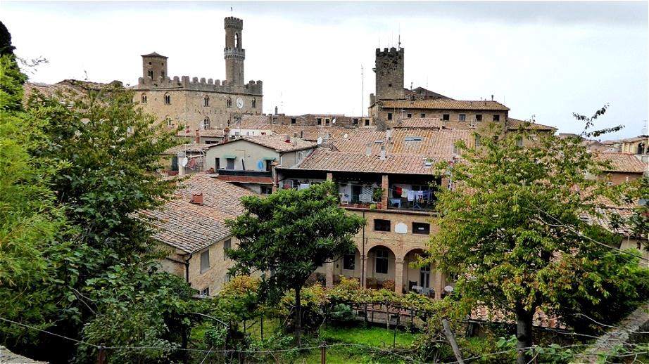 Altstadtblick Ausblick vom Parco Archeologico auf den Palazzo dei Priori