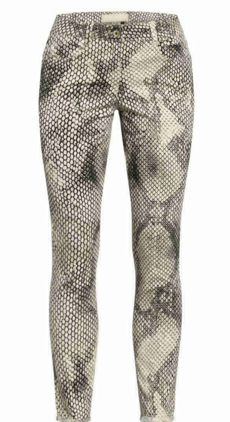 https://0501.nccdn.net/4_2/000/000/03f/ac7/casazza-damenmode_marc-aurel_skinny-jeans_1.jpg