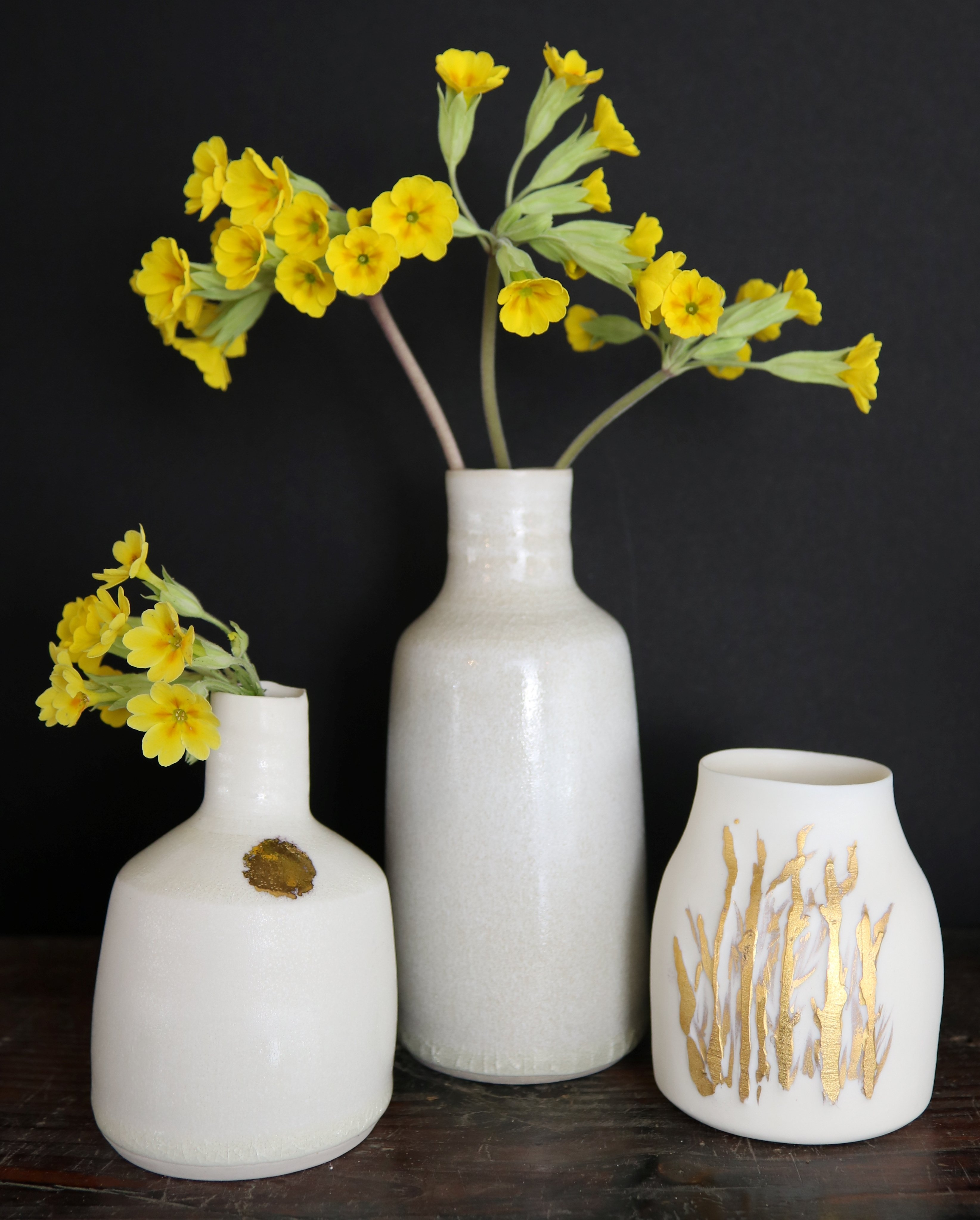 https://0501.nccdn.net/4_2/000/000/03f/ac7/porcelain-and-stoneware-with-cowslips-2019-3288x4092.jpg