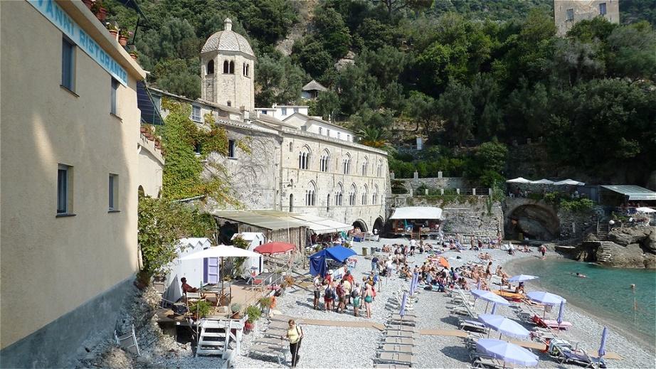 Die Abtei von San Fruttuoso  ist ein Klosterkomplex an der gleichnamigen Bucht an der italienischen Riviera di Levante
