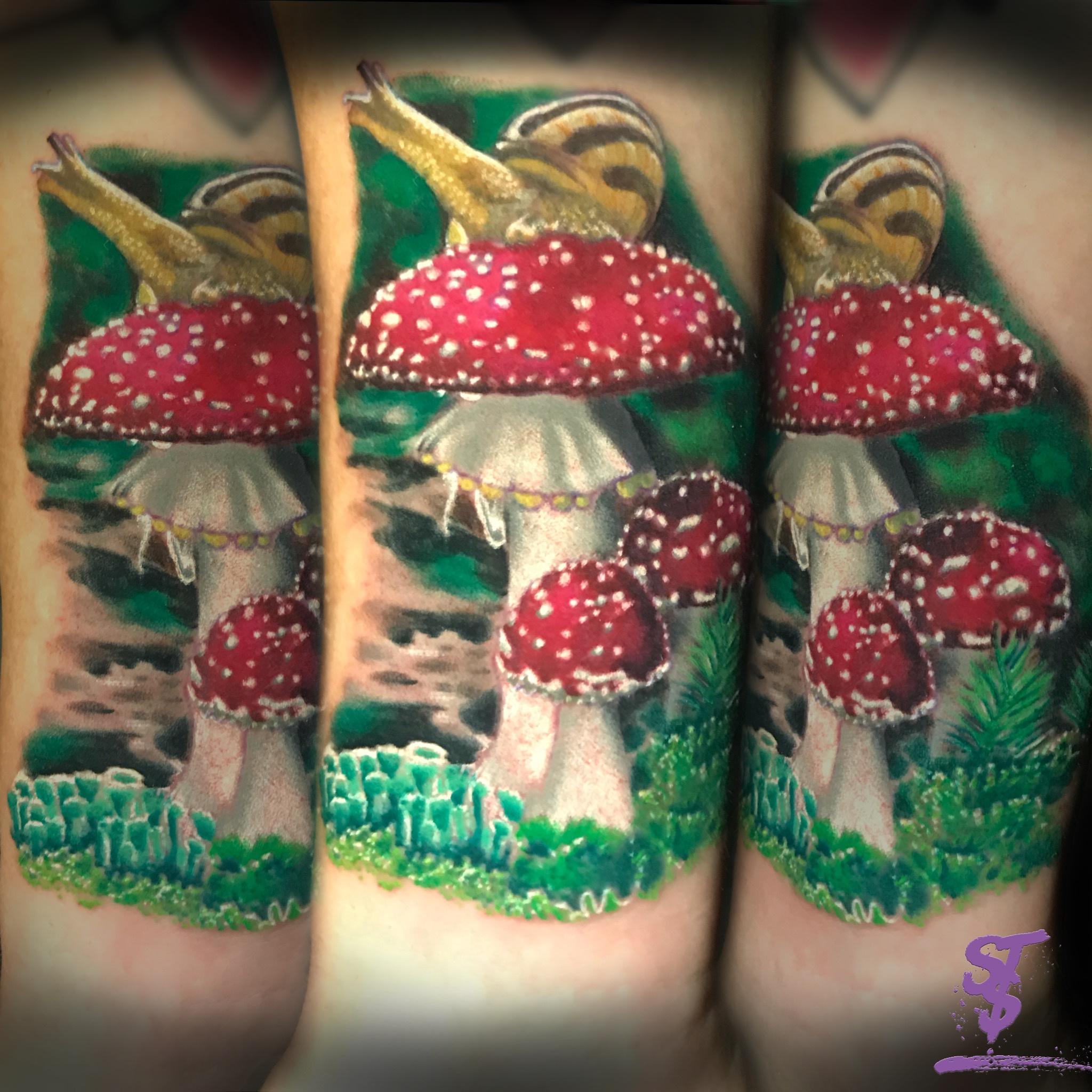Fliegenpilz Schnecke Color Tattoo