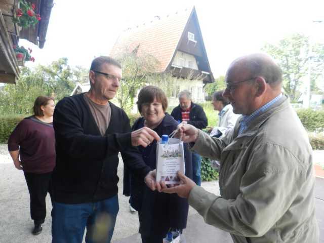 Obleutetreffen im Herbst 2014. Karl-Heinz Frei hat kreative Gastgeschenke gebastelt.