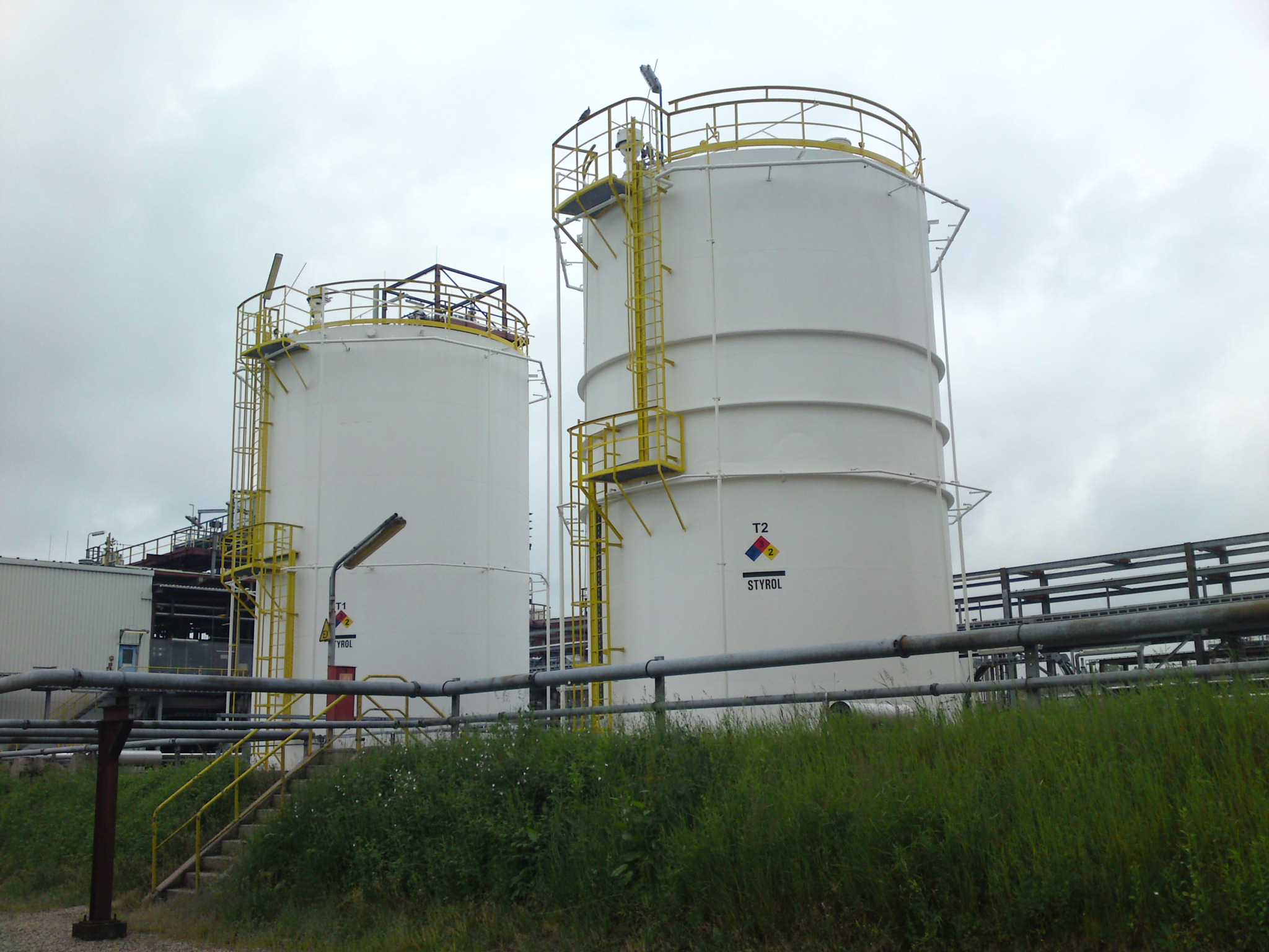 https://0501.nccdn.net/4_2/000/000/046/6ea/Tank-Dow-Chemikal.JPG