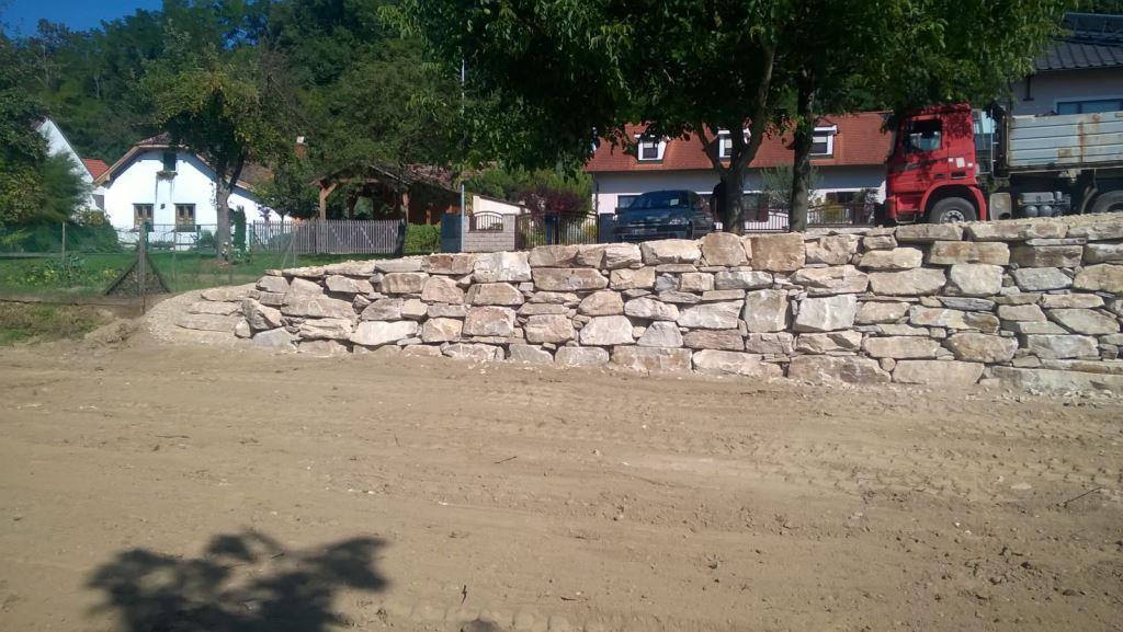 https://0501.nccdn.net/4_2/000/000/046/6ea/Wurfsteinmauer-unf--rmig--3--1024x577.jpg