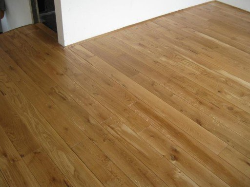 MASSIVE COUNTRY WOOD  FLOORING  The massive country wood flooring (massive planks) made from oak.