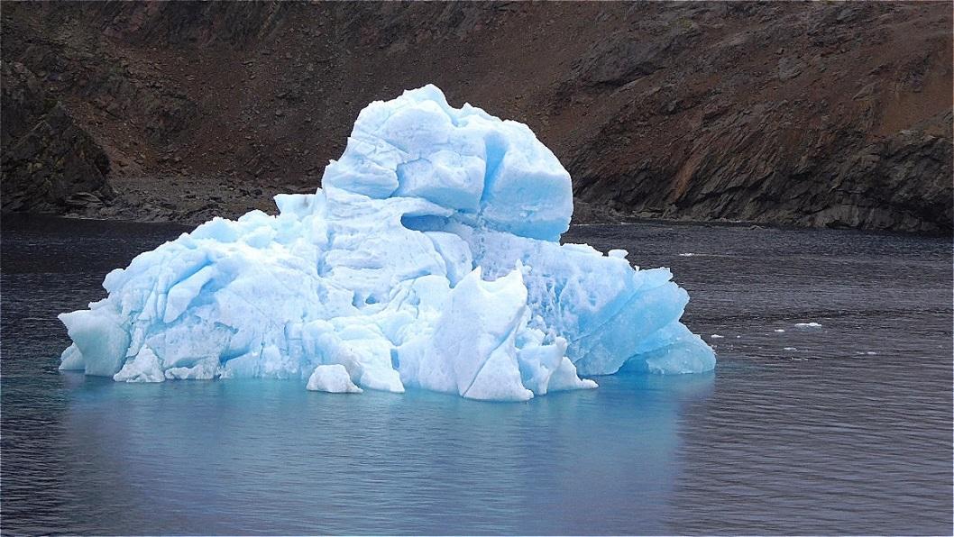Erster Eisberg