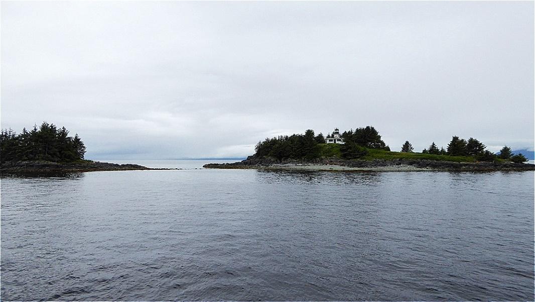 Leuchtturm auf einer vorgelagerten Insel