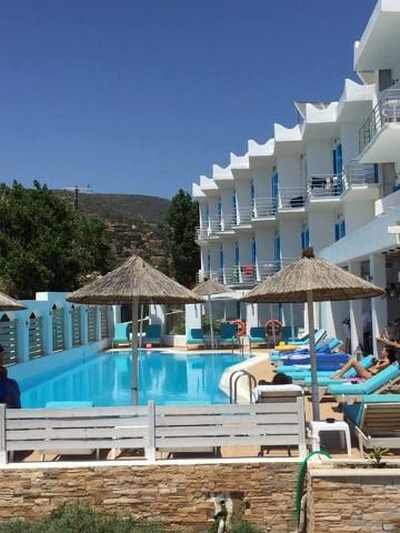 Διαμονή στο Paradise  & Anemomuloi Hotel