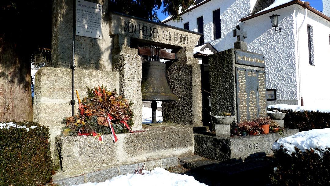 Die Notglocke bei der Lourdeskirche in Schneegattern