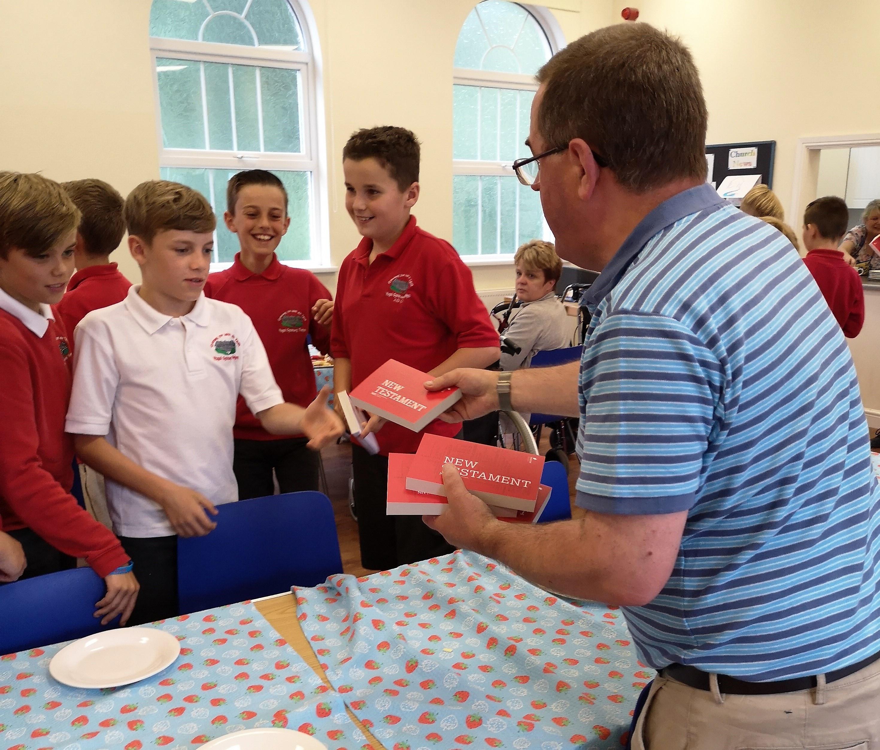 Gareth presenting Y6 with Bibles