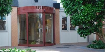 polkrožna drsna avtomatska vrata
