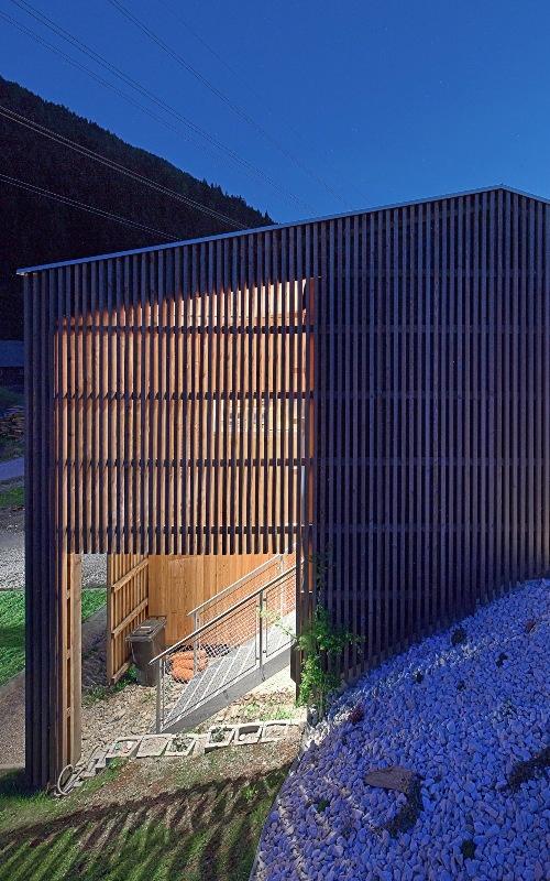https://0501.nccdn.net/4_2/000/000/050/773/Architekt-SUNTINGER-Haus-N-S---147klein---0---fotoretter-500x800.jpg