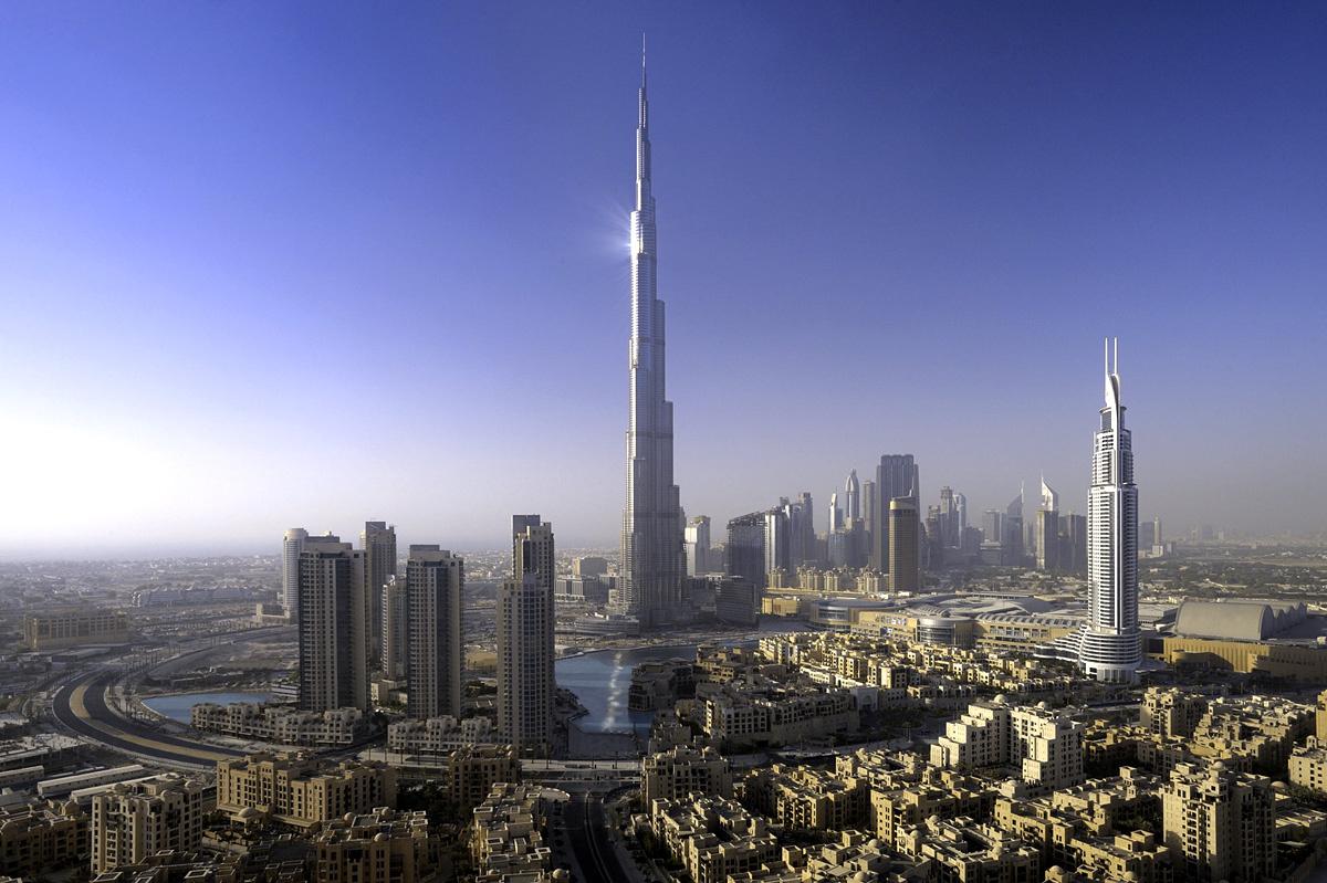Dubai Zentrum mit dem Burj Khalifa (Höhe 828 m)