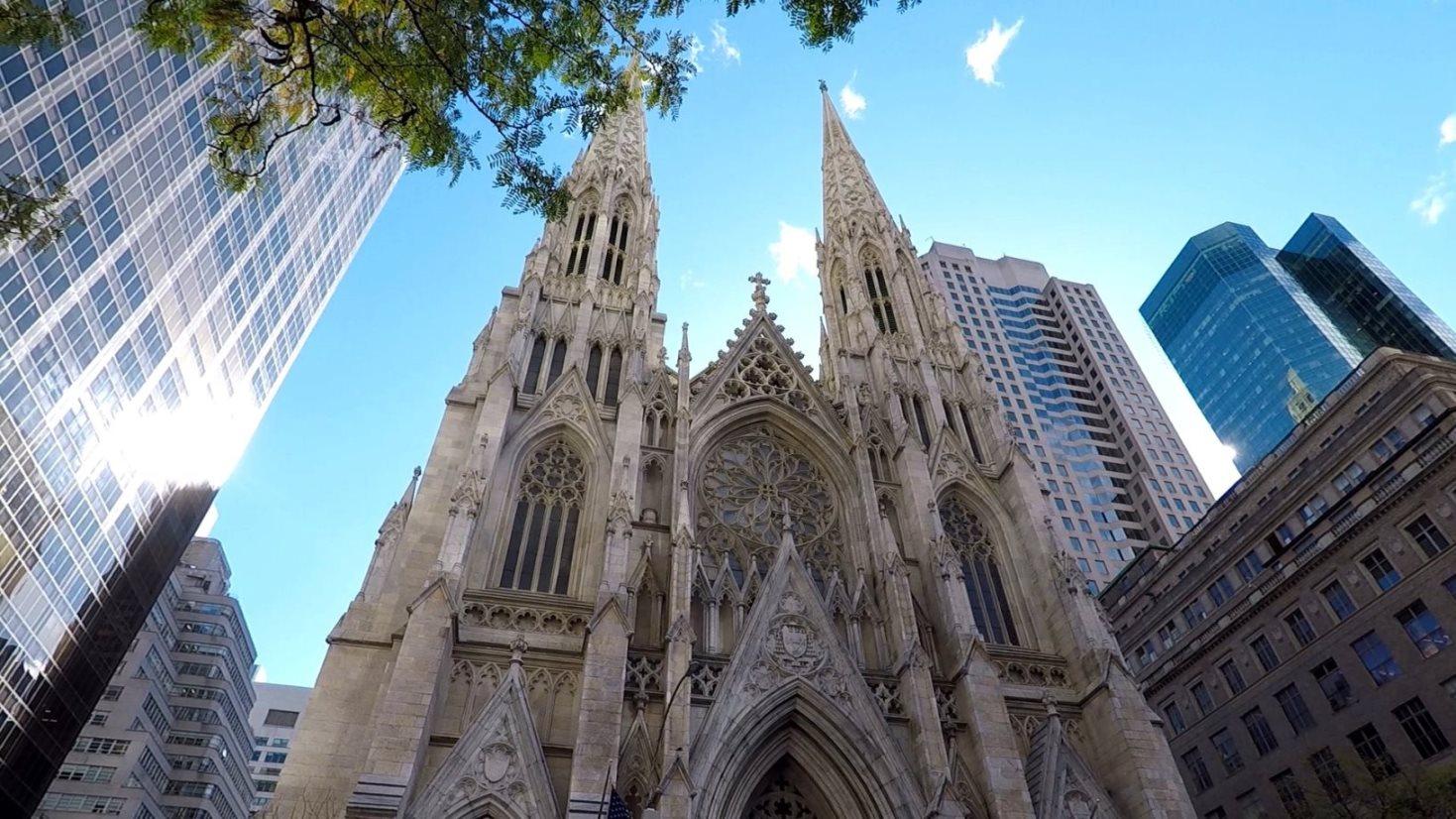 St. Patrick's Cathedral - gegenüber dem Rockefeller Center