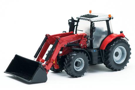 Der Massey Ferguson Traktor 6616  von Britains ist ein authentisches  1:32-Modell für höchstes  Spielvergnügen. Das gut  erkennbare Hydrauliksystem  mit vielen Einzelheiten hebt und  senkt den Frontlader. Die Schaufel  ist unabhängig schwenkbar.   Enthält außerdem zwei weitere  austauschbare Zubehörelemente,  grob profilierte Reifen und ein  funktionsfähiges Lenkrad. Aus  Metall-Druckgusskomponenten  und langlebigen Kunststoff- Präzisionsgusselementen.  Geeignet für Kinder ab 3 Jahren.  Artikelnummer: X993110430820 € 31,90