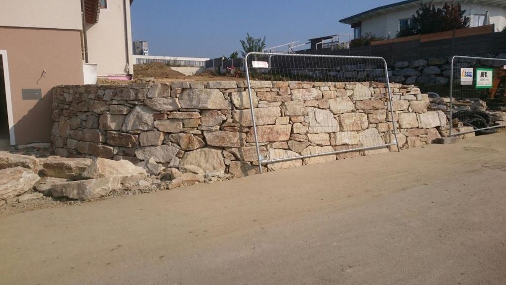https://0501.nccdn.net/4_2/000/000/050/773/Wurfsteinmauer-unf--rmig--4--1024x576.jpg