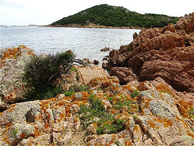 Granitfelsen und einsame Buchten