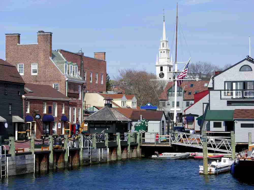 Wir starten im Hafen zu einer Segeltour in der Narragansett Bay