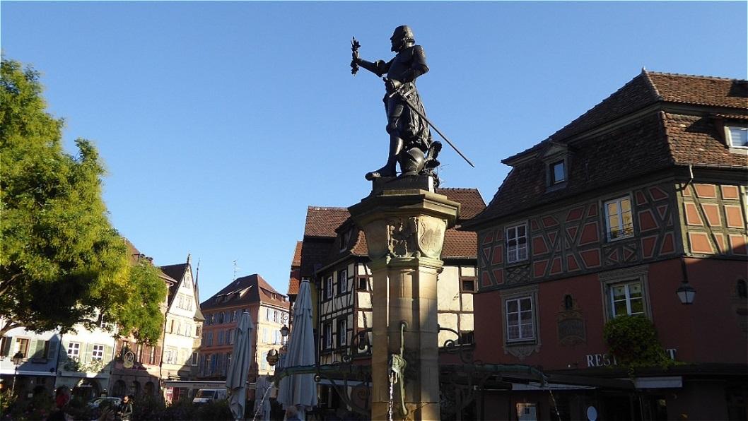 Schwendi-Brunnen - Lazarus von Schwendi Reichsfreiherr von Hohenlandsberg war Diplomat, Staatsmann, kaiserlicher Feldhauptmann und General in Diensten der Kaiser Karl V., Maximilian II. und Ferdinand I.